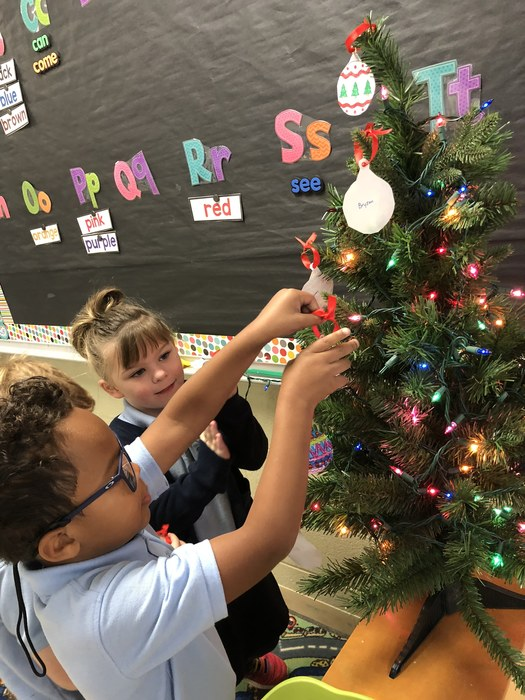 Kindergarten enjoyed decorating our Christmas tree and making gingerbread houses this week.