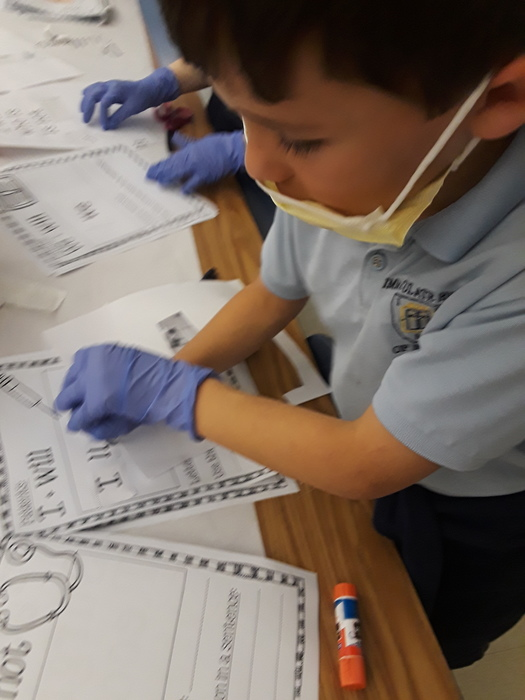 "2nd grade became doctors today. They did ""surgery"" on two words to create contractions!"