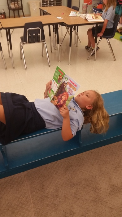2nd Grade loves to read!