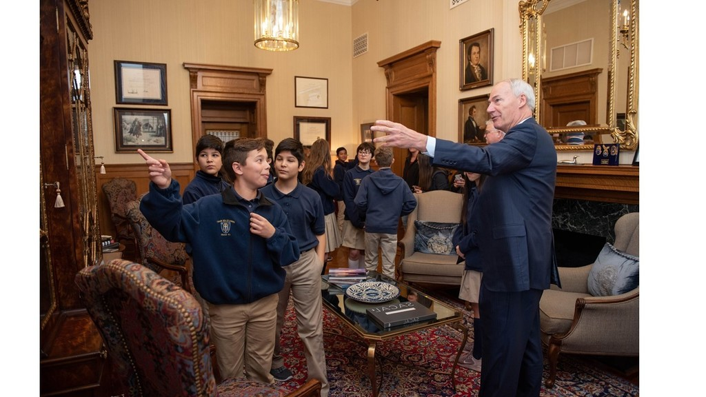 7th grade identifying presidents in pictures in Governor's office